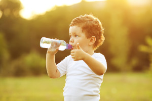 kid-drinking-water